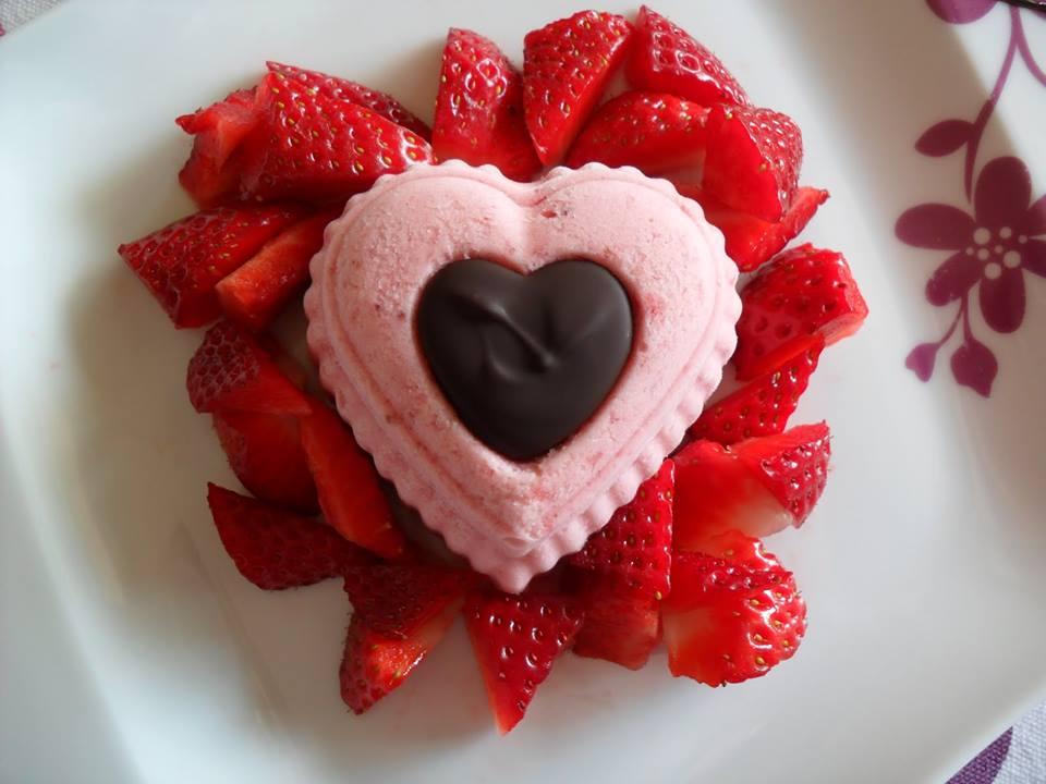 Bavarese di Fragole con cuore caldo di cioccolato fondente